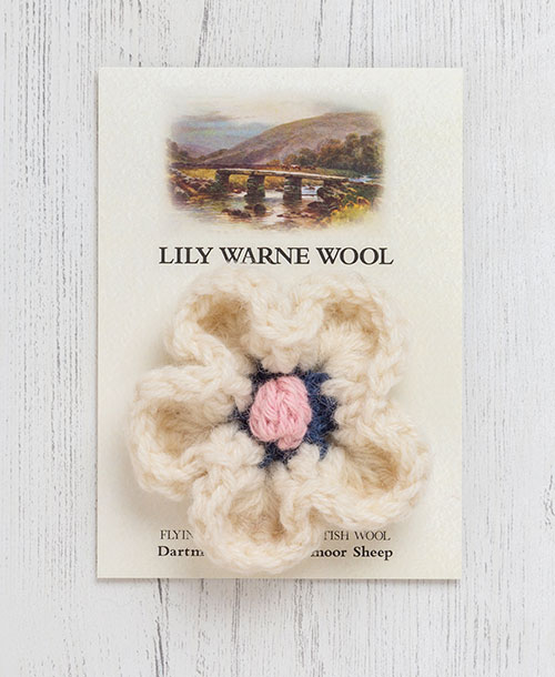 Daisy Brooch Cream